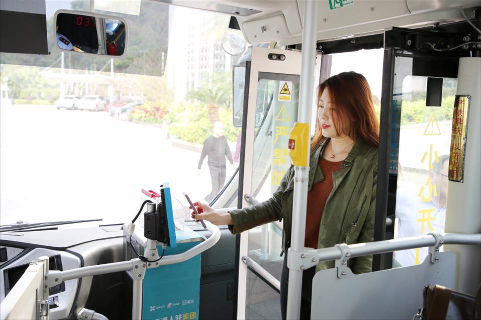 """从""""城市交通""""到""""城市服务""""   珠海公交用科技温暖一座城"""