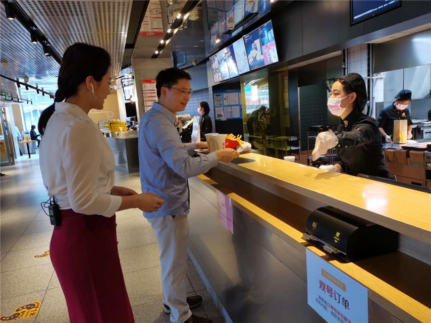 深圳罗湖区区长带头堂食 真金白银5000万消费券发放市