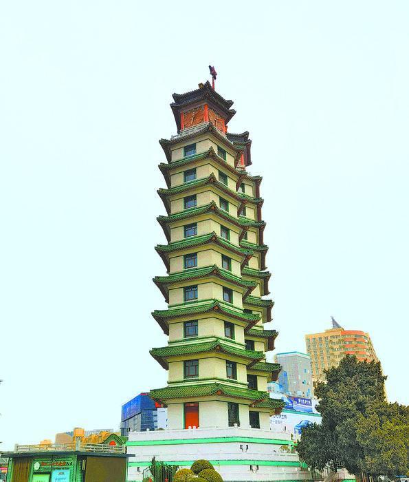 二七纪念塔成红色名片